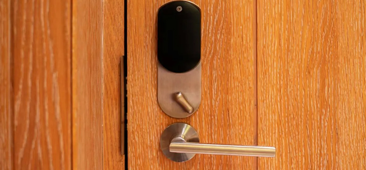 Automatic Locking Door Knob Bayview Glen